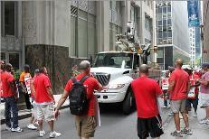 Verizon strikers NYC CWA
